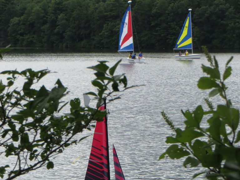 Students sail in the Engineering Research three-week summer engineering program