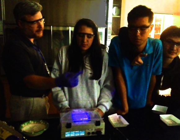 Students do an advanced experiment in the Biological Research: Synthetic Biology three-week program